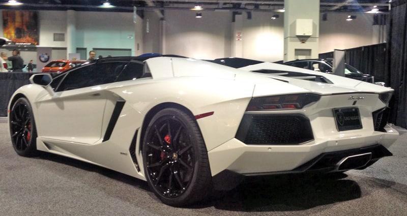 Lamborghini-Aventador-White
