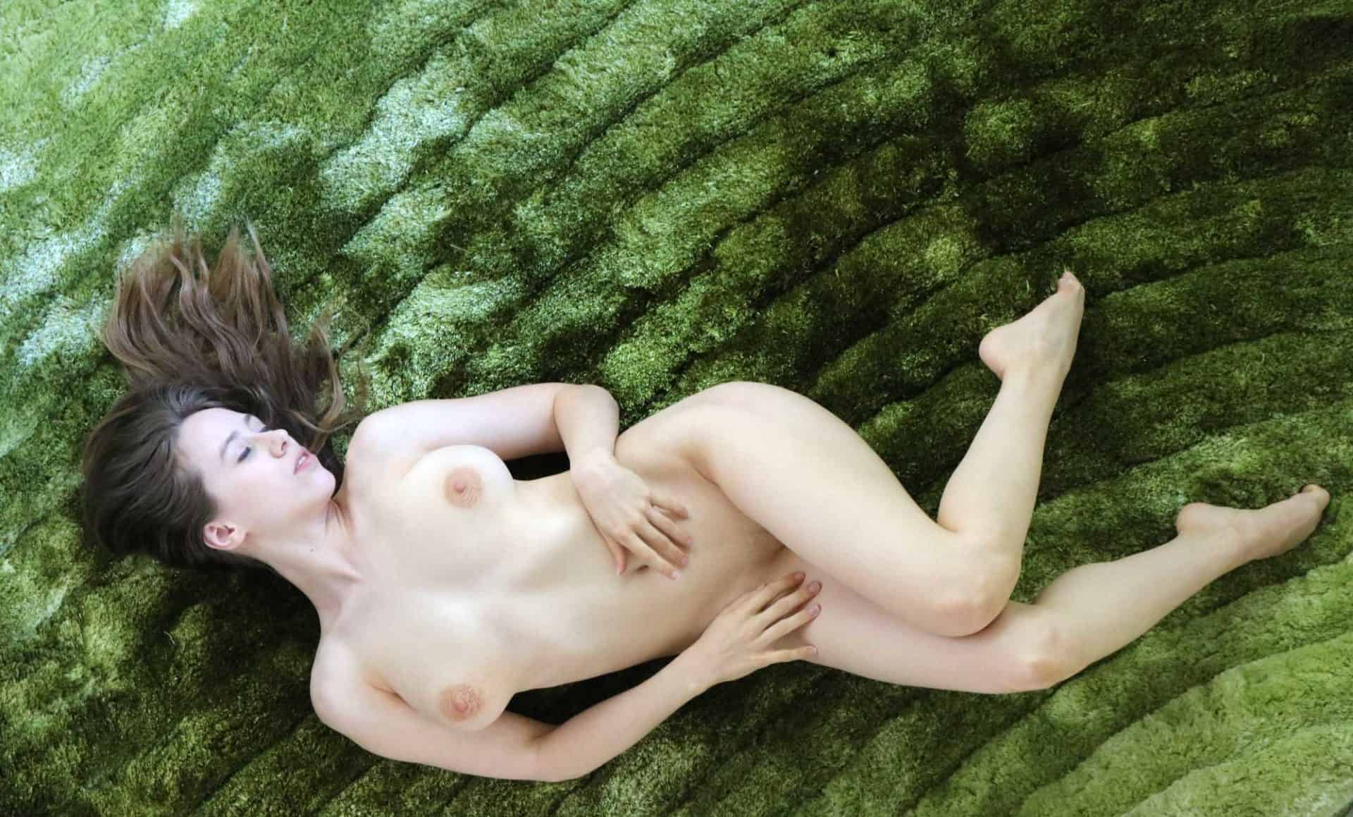Nude Bendy Taylor on Green
